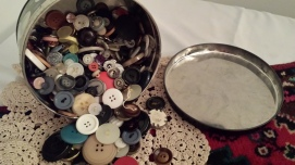 Bubbies button tin